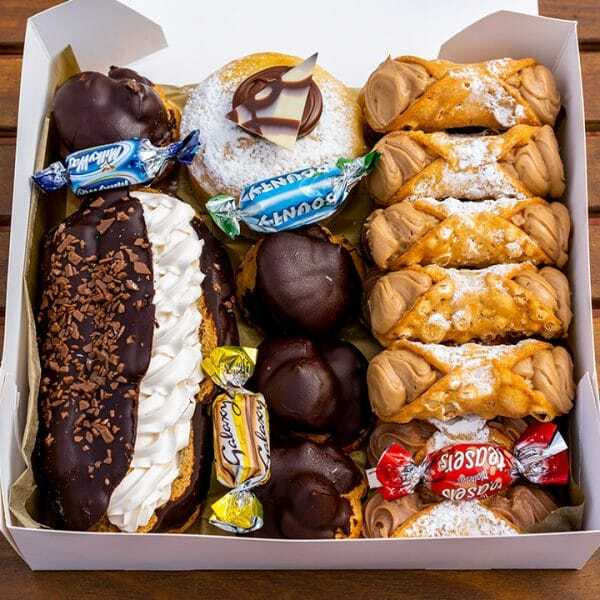 Chocoholic - Cannoli Gift Box v2
