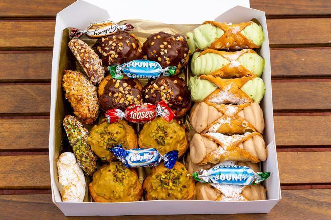 The Nutty Professor - Cannoli Gift Box v2