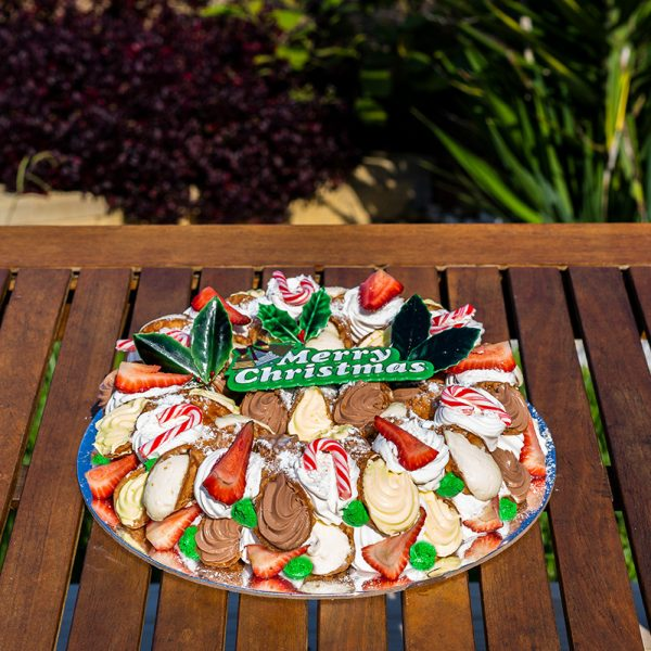 Christmas Cannoli Wreath Cake - traditional